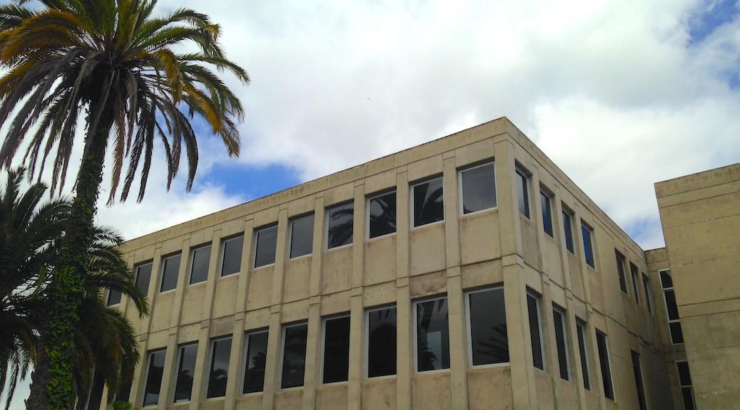 Fachada lateral de la Escuela de Arquitectura de Las Palmas de Gran Canaria