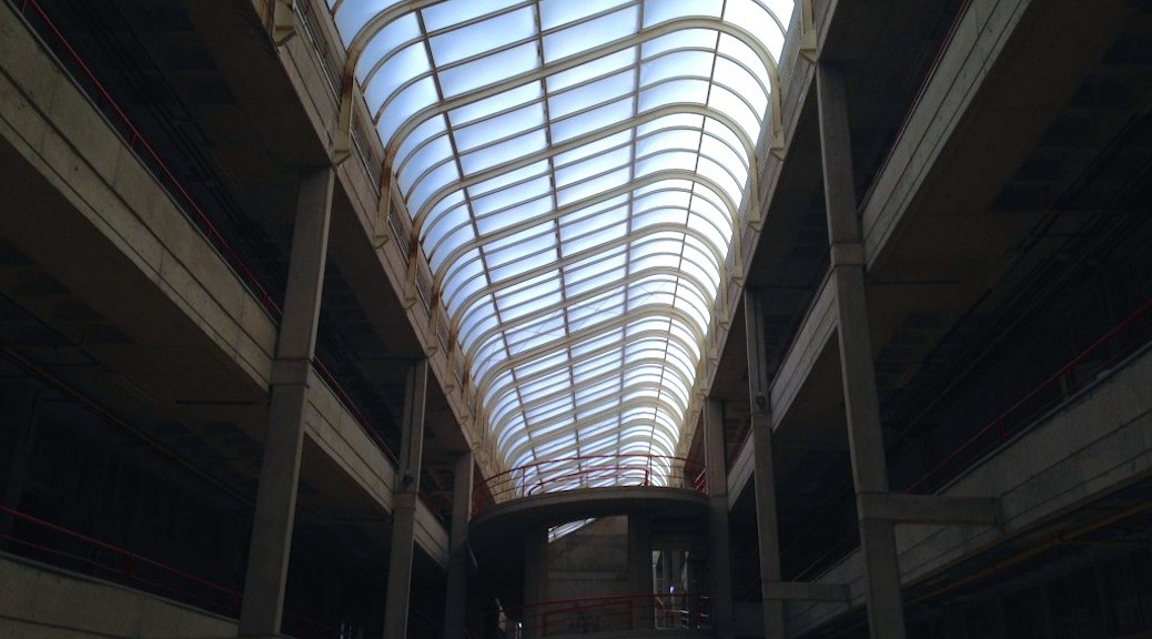 Vista hacia el lucernario central del Edificio de la Escuela de Arquitectura de Las Palmas de Gran Canaria
